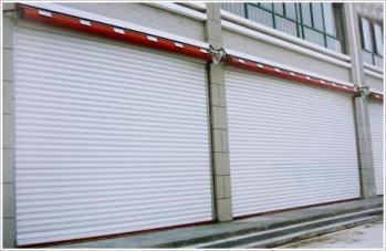 不锈钢管卷闸门具有极好的tou视效果和通风效果