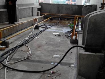 永州某生活小区楼面平台(四楼)主管道  高压清疏  抢修作业