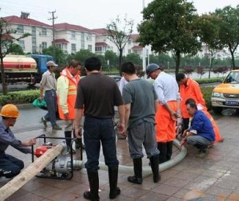 株洲化粪池清理专业抽粪吸污车人工清理化粪池
