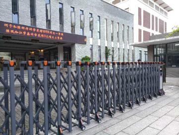 福州电动伸缩门厂家出售各种材质保安亭