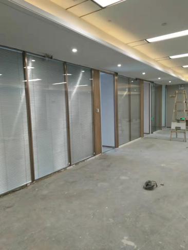 龙华新区办公室玻璃隔断【龙兴玻璃】