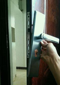 界首鲁班安装指纹锁密码锁