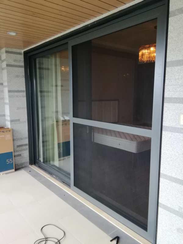 门窗制作拼装过程