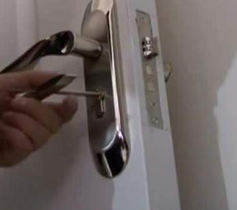 六枝开换锁 汽车开锁 配汽车钥匙
