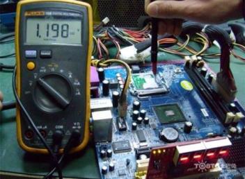 电脑开机时灯亮一下就马上关机找聊城上门维修电脑