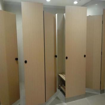 重庆卫生间隔断价格和抗倍特板装修怎么做