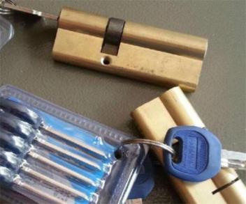 一张一般的锡纸就可以把锁翻开?