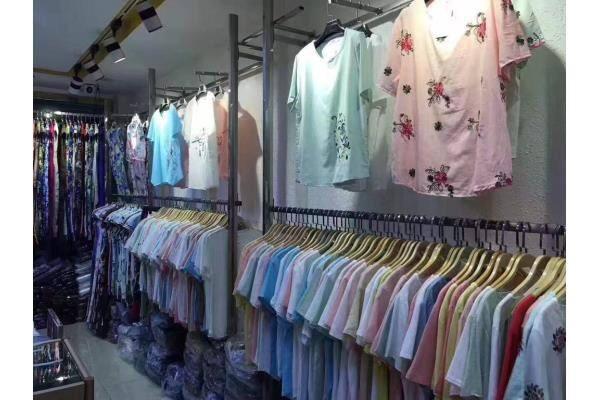 东莞服装尾货回收电话高价收购库存服装衣服