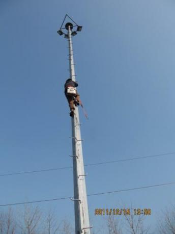 爬梯式灯杆