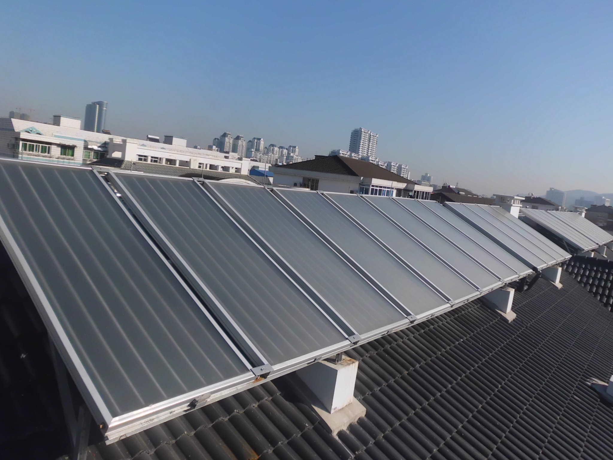 艾普利太阳能热水器 阳台壁挂式太阳能工程 18858686377