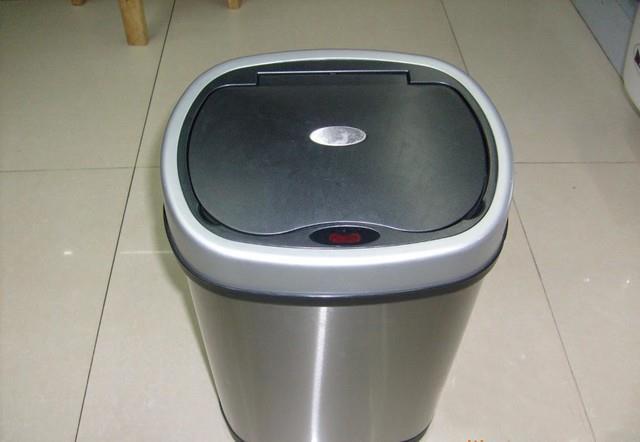 EKO智能感应垃圾桶:更加干净、清洁