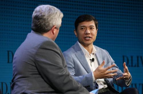李彦宏:百度完全自动驾驶汽车明年开跑