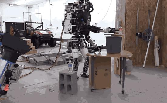 能做家务 atlas人形机器人给人希望