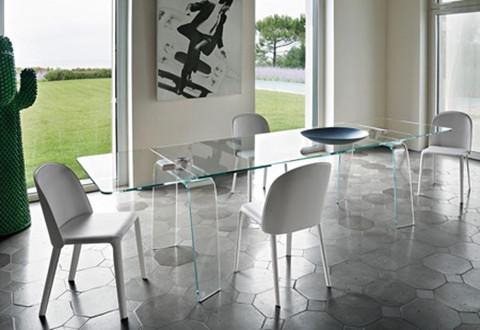 伸展结构的玻璃桌让你的家具与众不同
